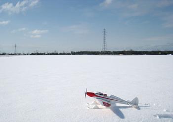 雪に覆われた飛行場